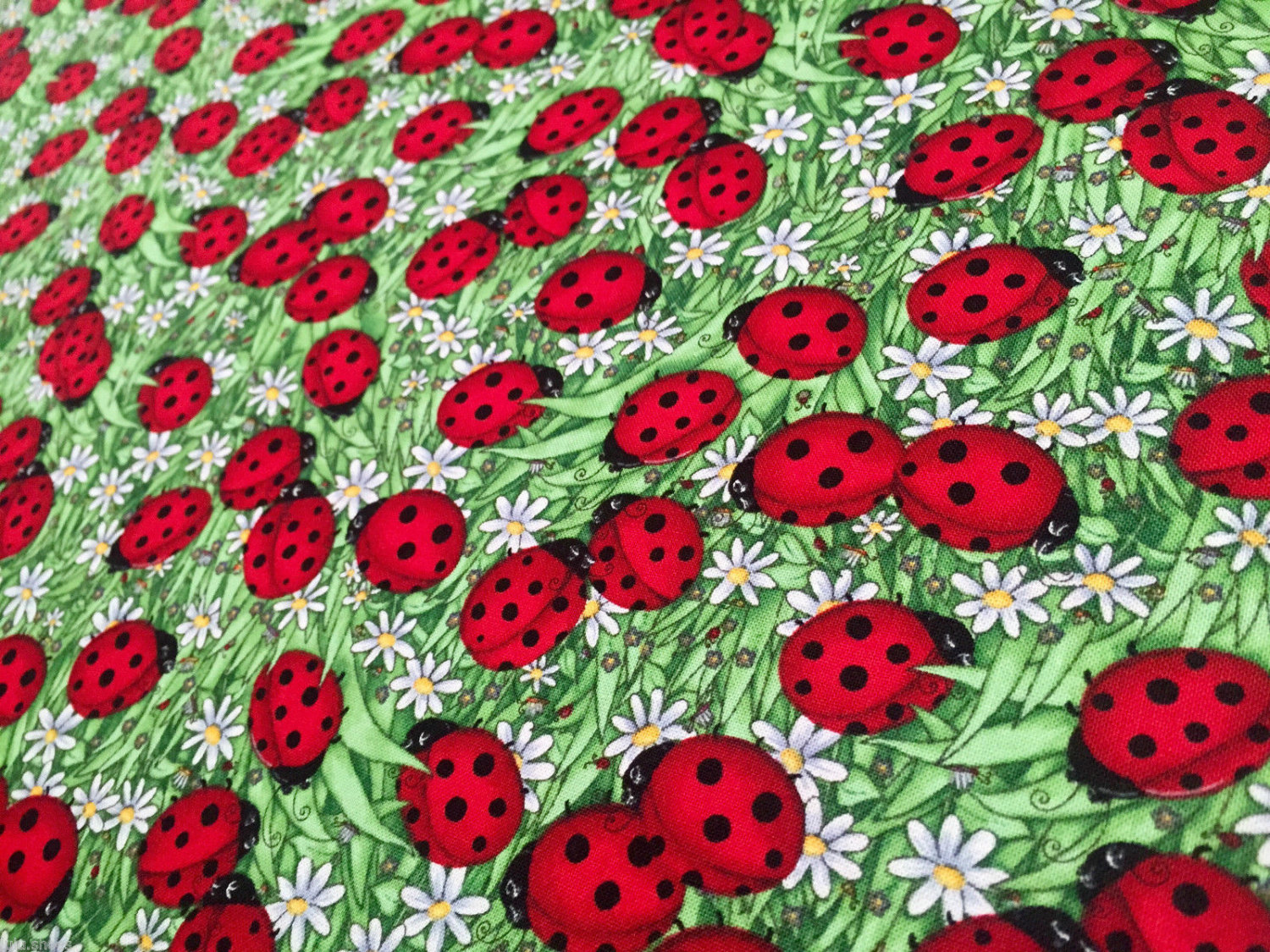 LADYBIRD 100/% cotton fabric material animal print lady birds 44/'/' wide Red Green