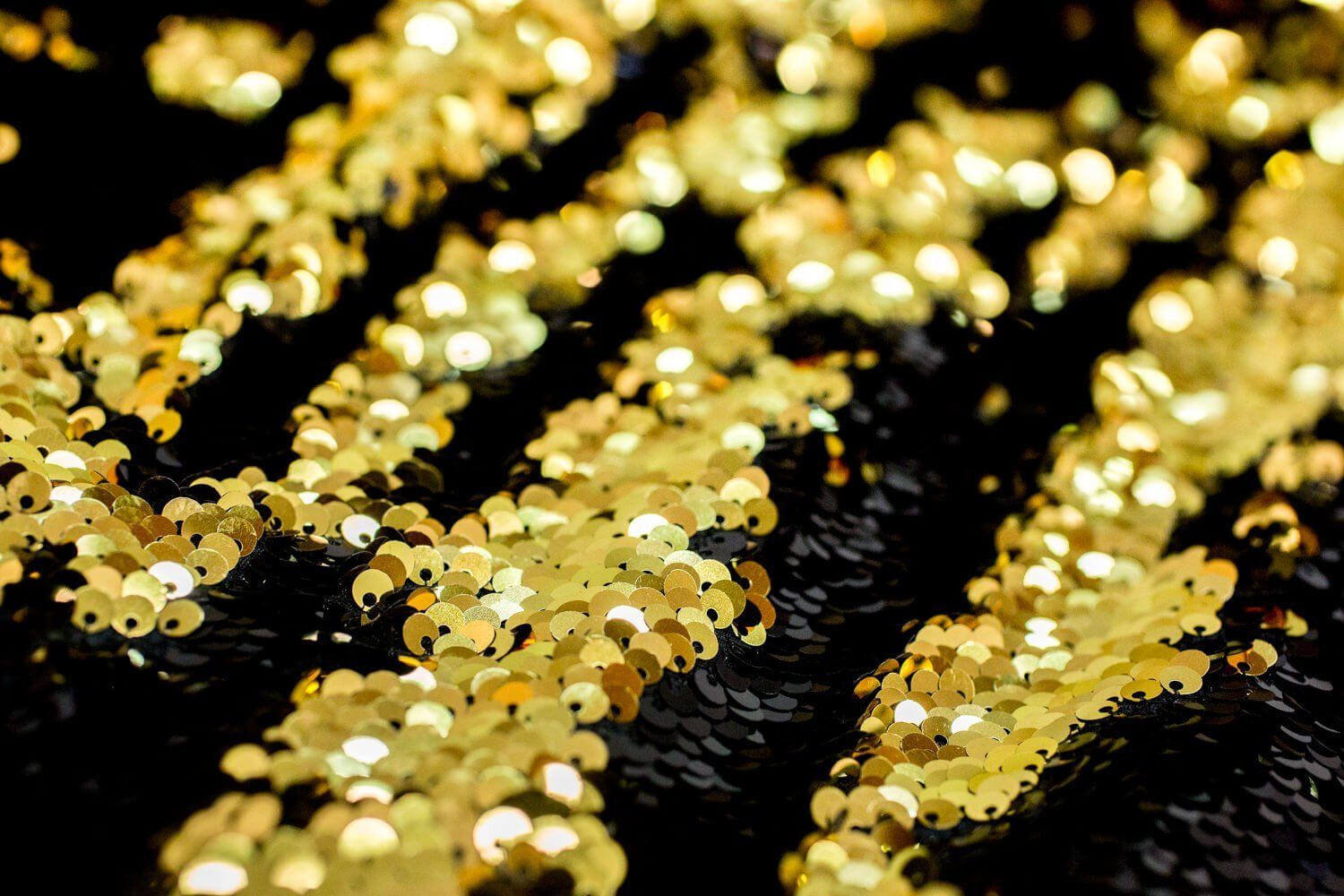 mermaid-reversible-5mm-sequin-fabric-flip-two-tone-stretch-material-130cm-wide-black-gold-sequins-5a417e5b1.jpg