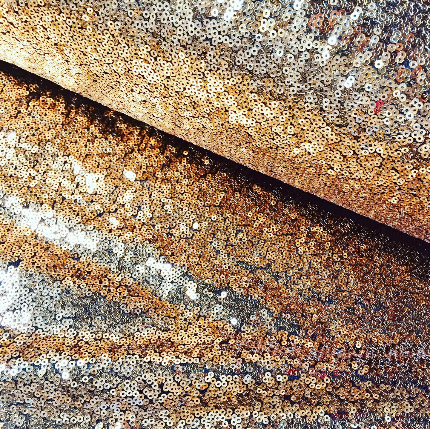 """3mm Sparkling GOLD on BLACK Sequins Material 2 Way Stretch Fish Scales Fabric for Masks Carnival Crafts – 51""""/130cm Wide"""