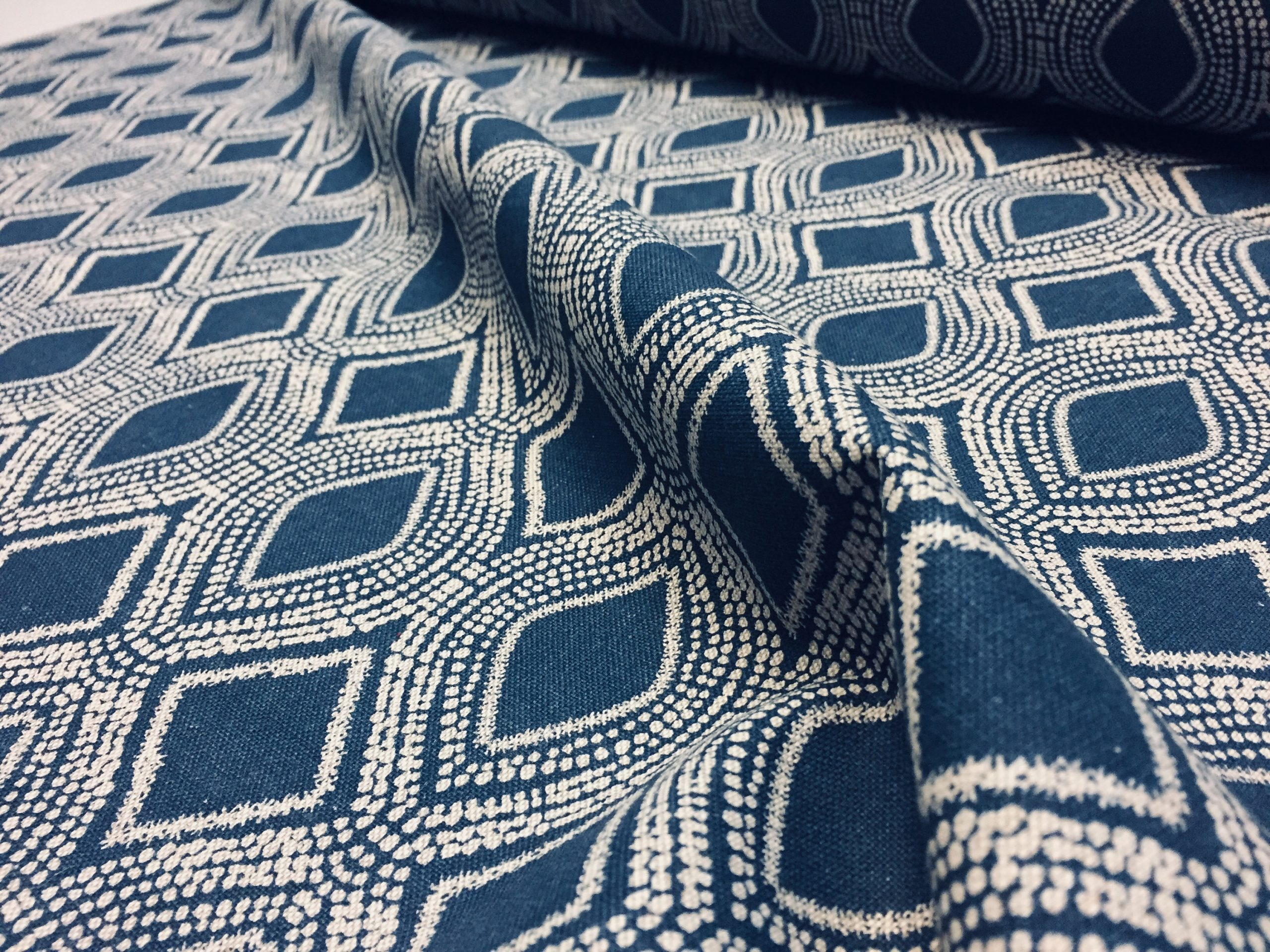 Art Deco Damask Rhombus Diamond Fabric Linen Look Material – Furnishing, Curtains, Upholstery – 280cm Wide – Navy Blue & Cream